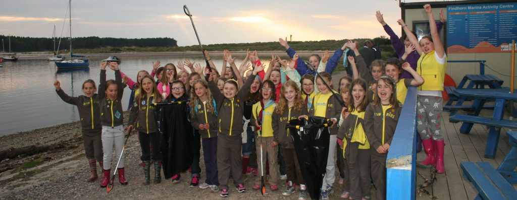 Brownies beach clean at Scottish Dolphin Centre